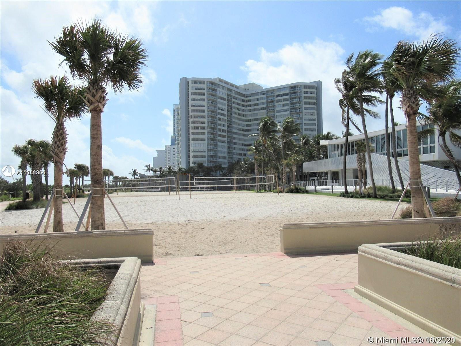 UNOBSTRUCTED VIEWS FROM THIS 18 FLOOR REMODELED UNIT CONVERTED TO A 2 BEDROOM.WASHER AND DRYER INSID