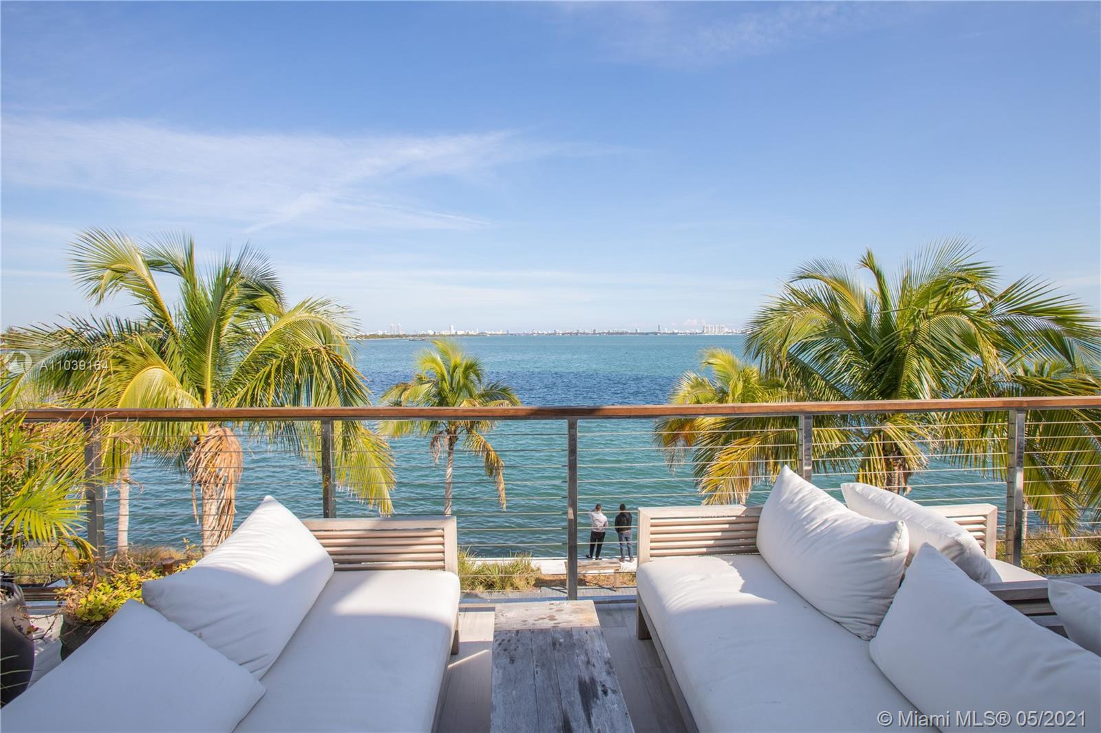 Spectacular 2 bedrooms, 3 bathrooms unit with private elevator at Gran Paraíso!!! The apartment feat