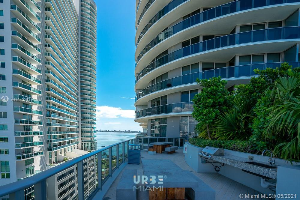 Wonderful 1 bed / 1 Bath unit in the heart of the art and entertainment district. . Building offer a
