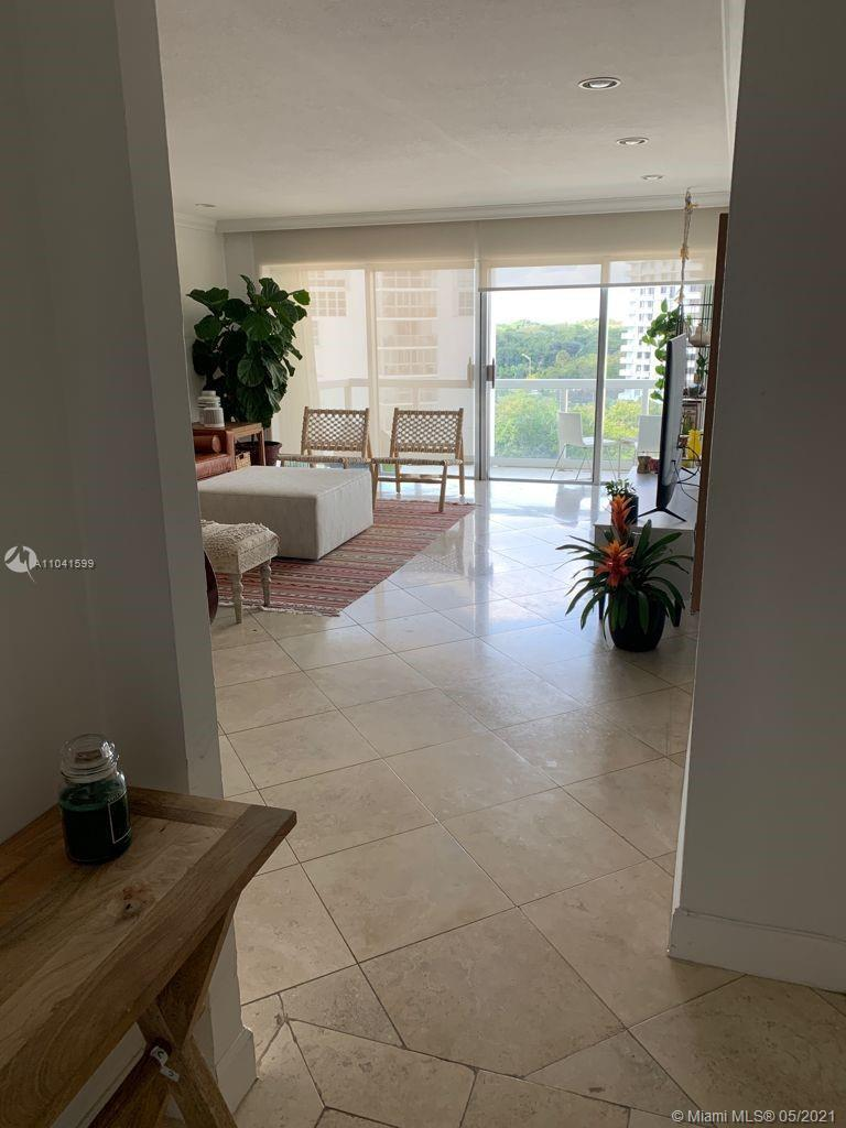 Beautiful 2 bedroom and 2 bathroom unit in 8th floor with beautiful city views! Don't miss this oppo