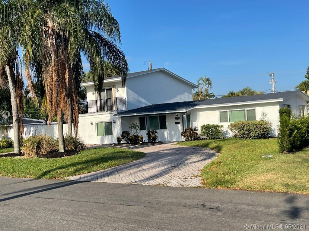 SPACIOUS 4/2 PLUS A SEPERATE 1/1 UPSTAIRS WITH A POOL AND JACUZZI IN BEACHWAY ESTATES!!! THIS HOME F