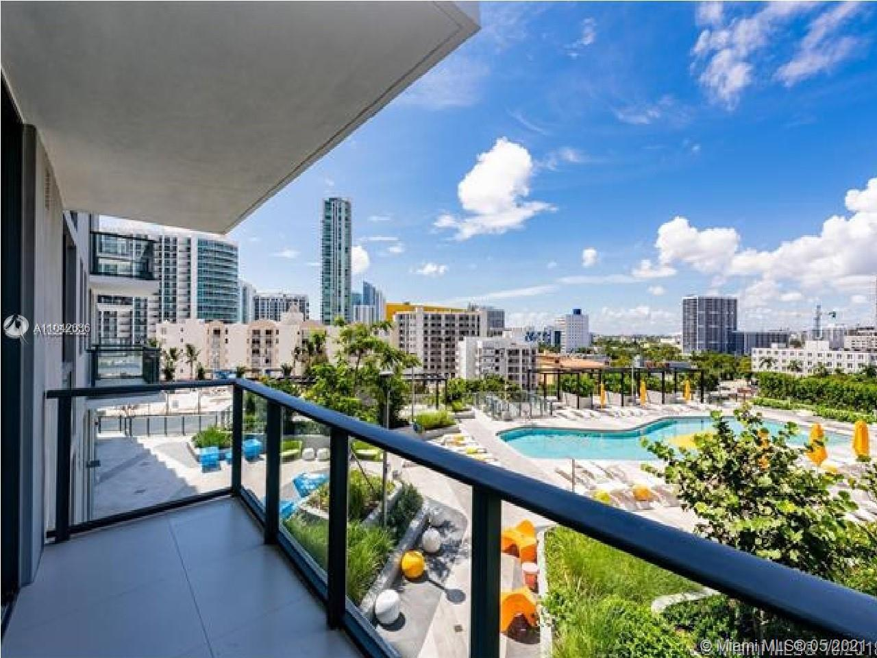 Brand new 2/2 unit in Paraiso Bayviews with high end finishes. Bosch appliances in kitchen, Italian