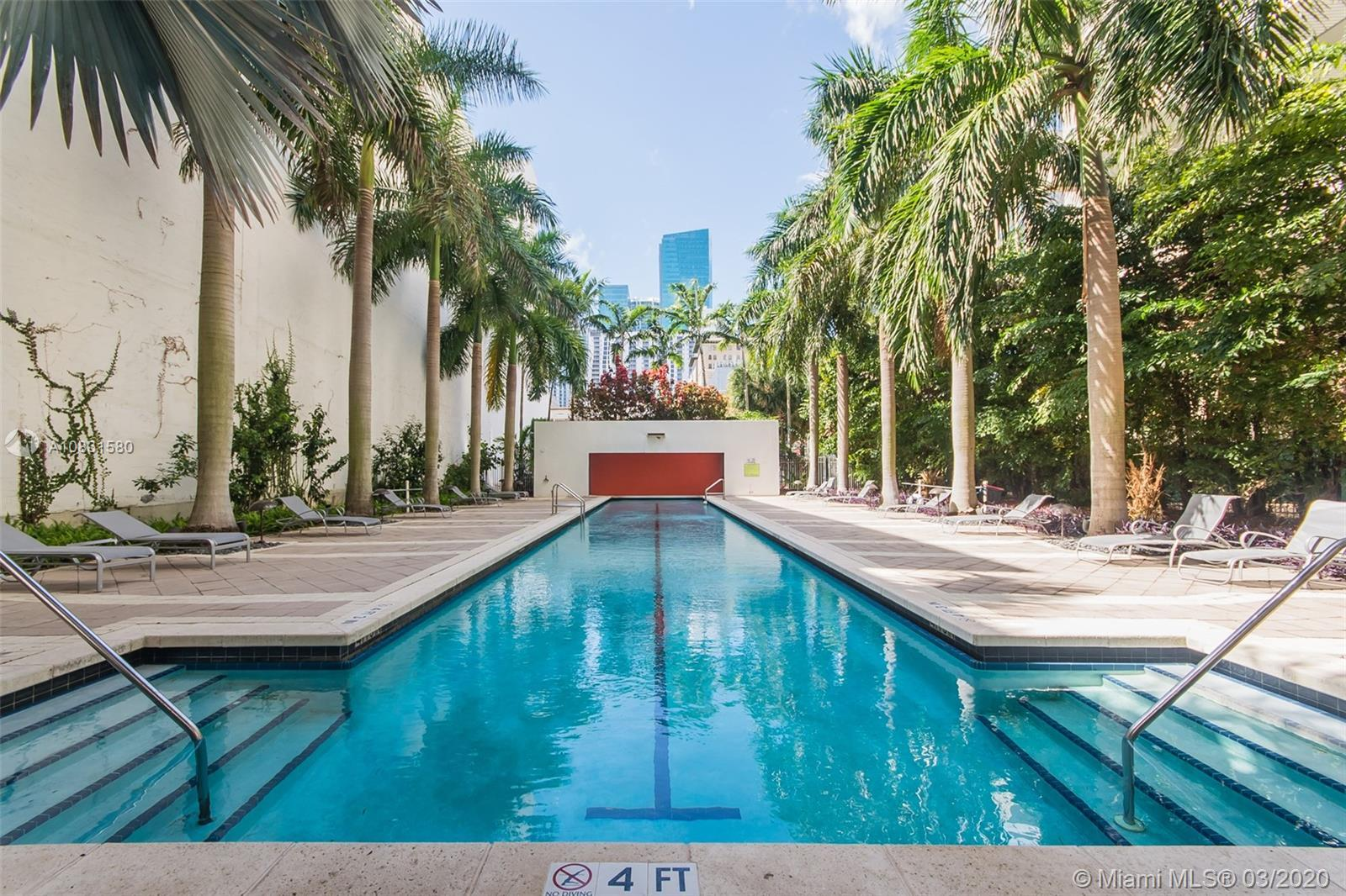 Beautiful 2 bdrms 2 bths enclosed Loft-Style condo in the heart of Miami at Loft 2. Unit has walls a