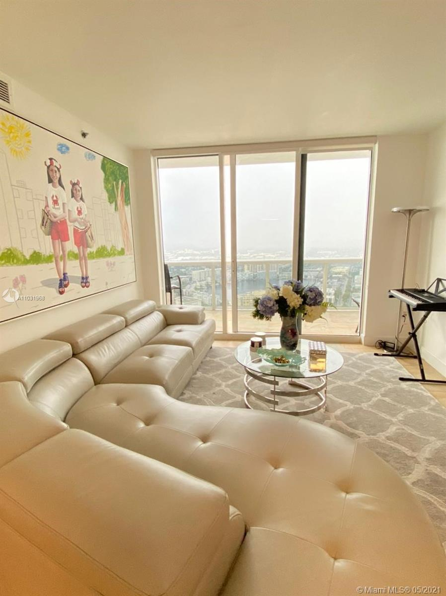Enjoy breathtaking  Intracoastal views, from your amazing professionally decorated penthouse. 3 bedr