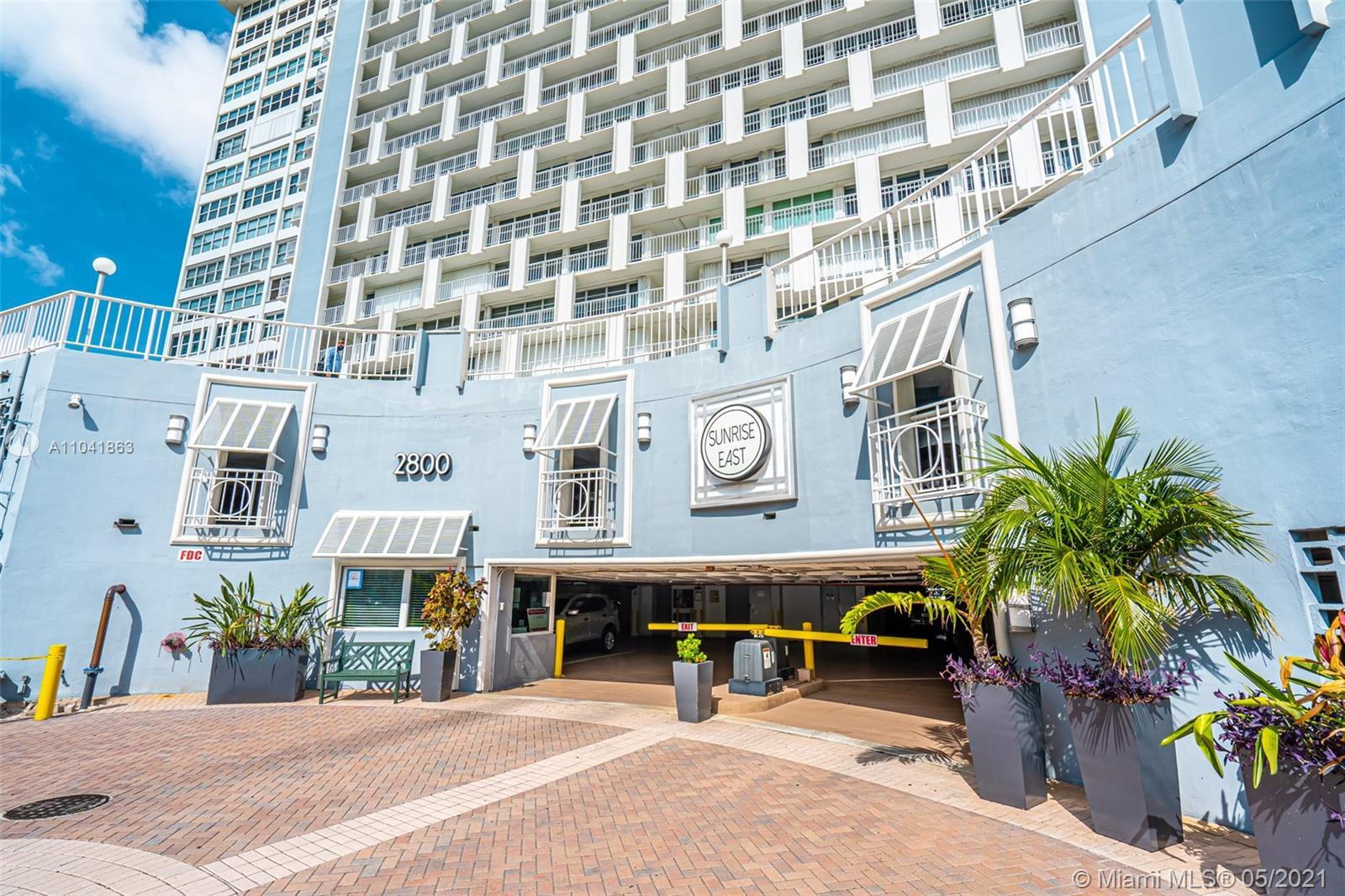 Opportunity! 16th Floor 2bedroom/2 bath Condo directly on the Inter-coastal Waterway with Ocean & Ci