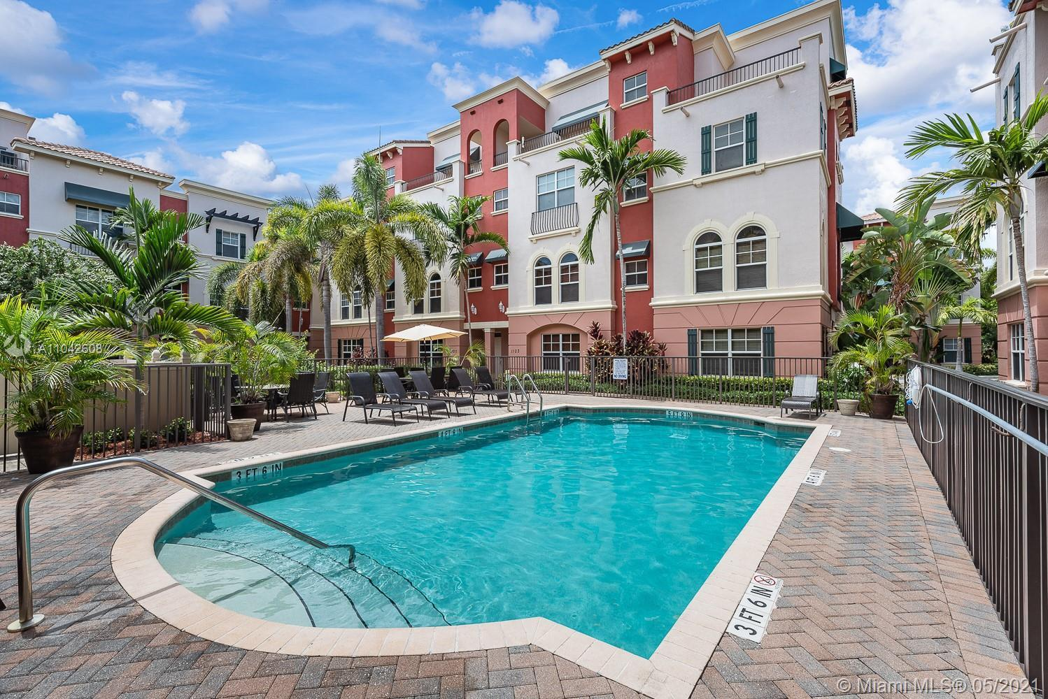 Stunning spacious townhome, less than 1.3 miles from FtL Beach in well sought gated Villa Medici, fe