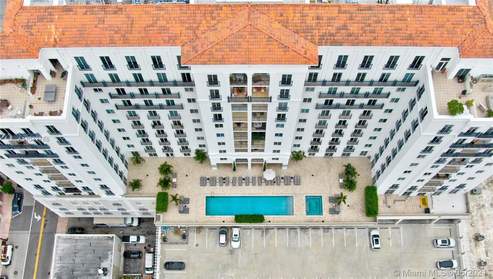 TEN ARAGON Penthouse unit (high ceilings) with beautiful views of Coral Gables skyline. Less than a