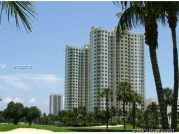 Excellent location just minutes to the beach! Beautiful luxury building with great amenities and ver