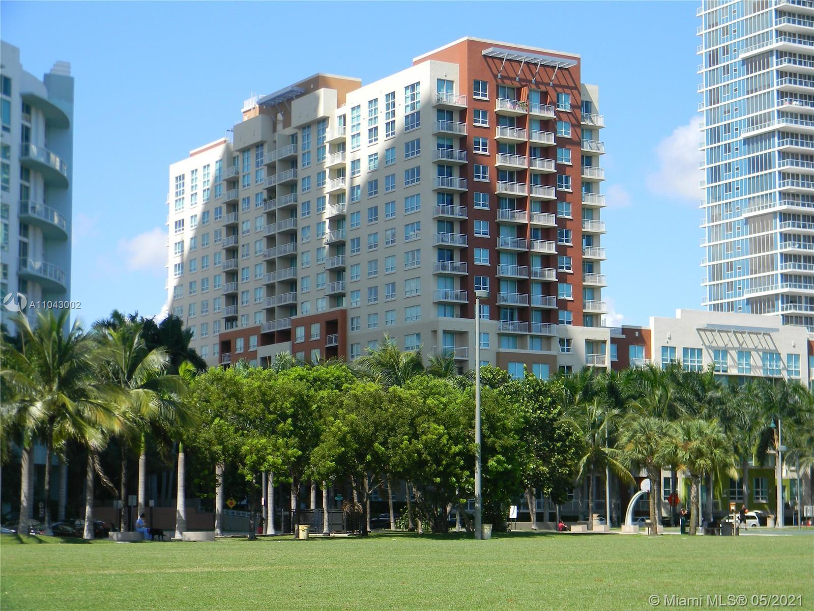 Lean back & enjoy the peacefully direct east view's w/tropical feel & privacy of your balcony. Gorge