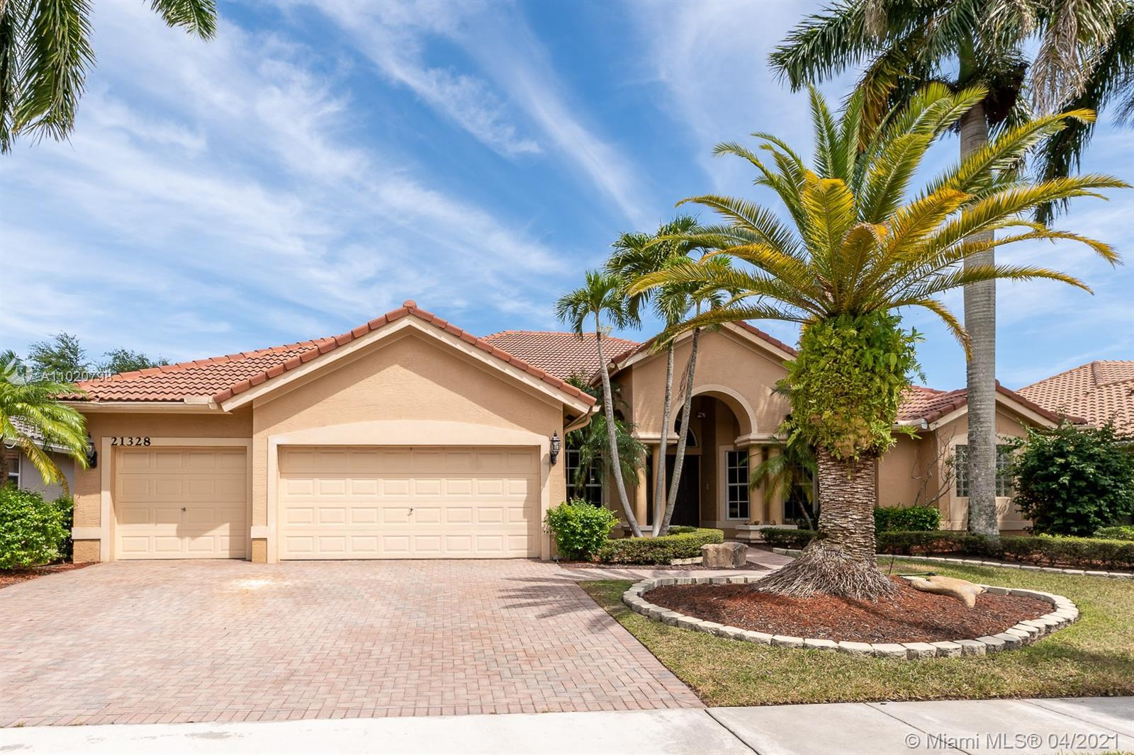 Largest ranch model in Boca Falls located in the most desirable neighborhood – Estates. Open floor p