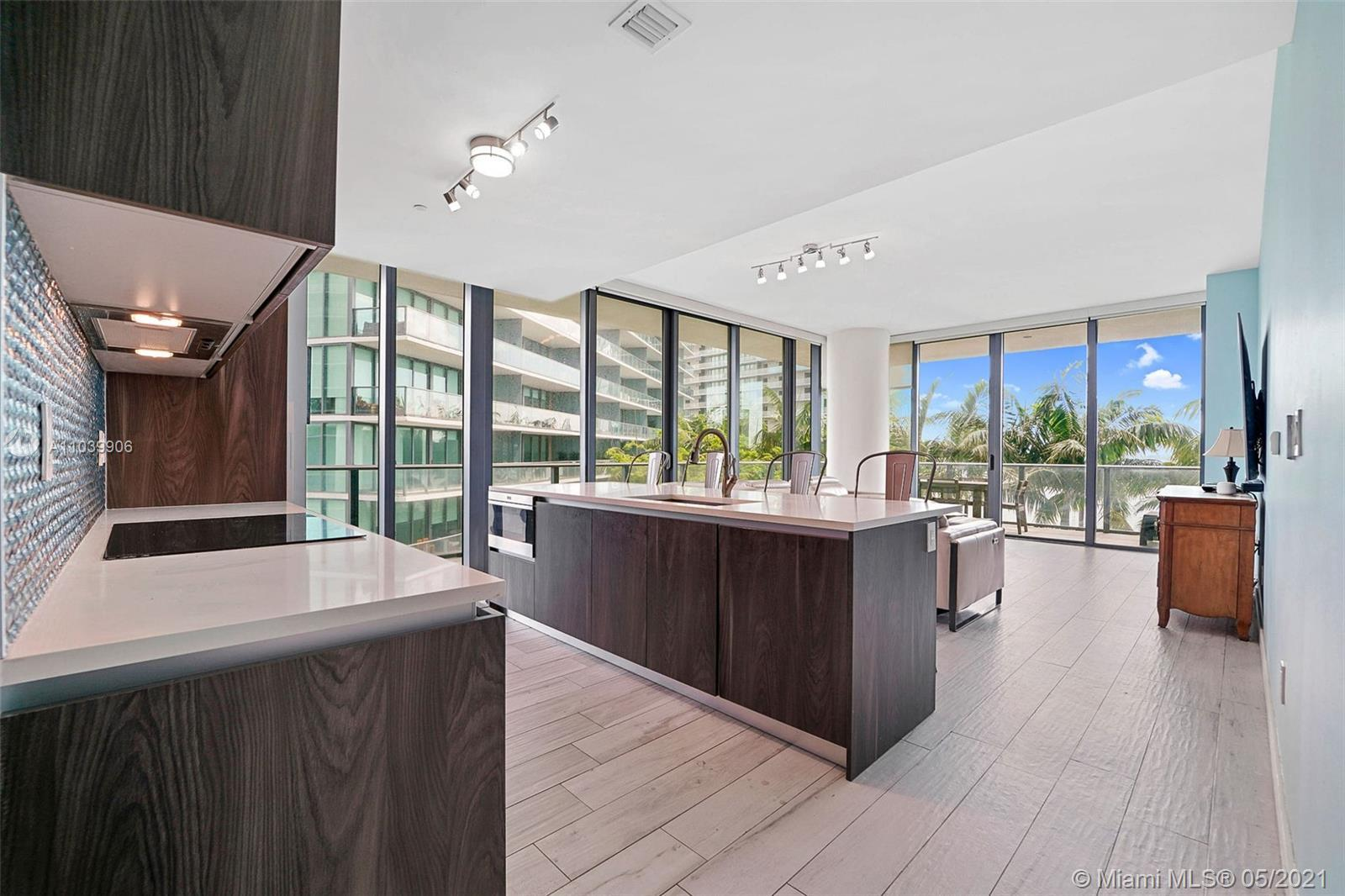 GranParaiso Residence 707. LOWEST PRICED 3 beds in the building ! Perfectly located in the Heart of