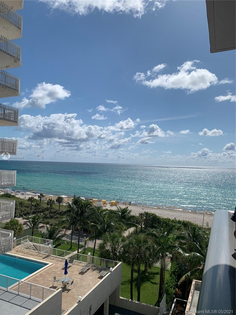 Beautiful 2 bedrooms, 2 bathrooms, spacious apartment. The building has direct access to the sea and