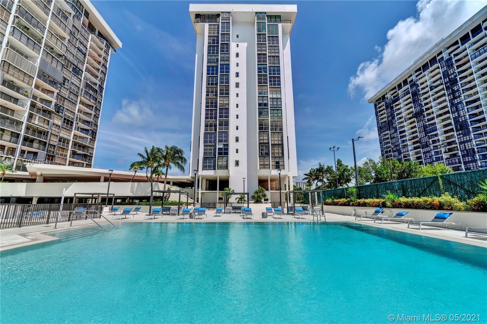 Great Location! 2bed/2baths in the heart of Brickell.Renovated kitchen and baths,contemporary wood c
