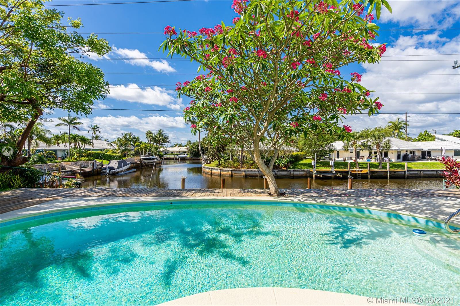 Boater Dream House - Large Waterfront lot bordering the prestigious Camino Gardens Community - Locat