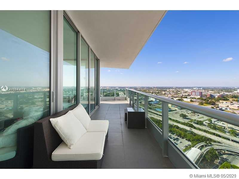 Spectacular corner unit in 900 Biscayne, fully and beautiful furnished by designer.Unit with 1,237 s