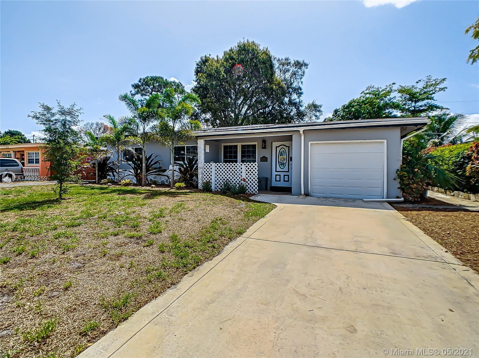 Don't miss out on this spacious 3 bed/1 bath + enclosed Florida room. Tile flooring throughout and w