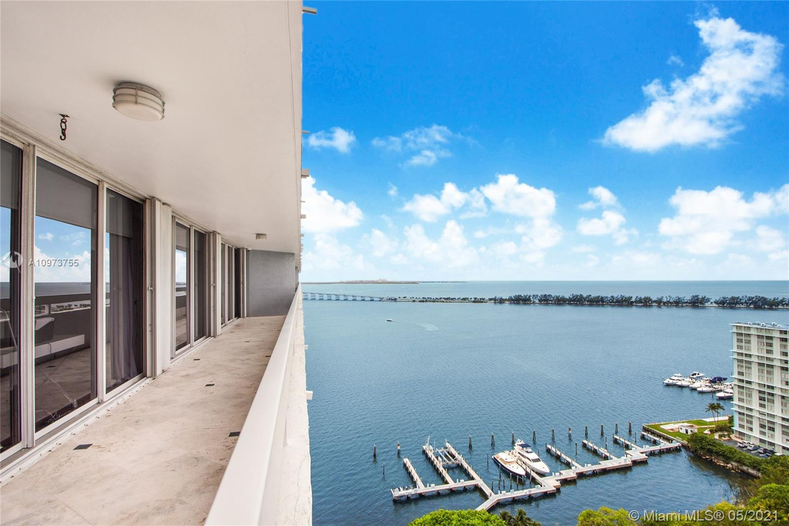 """Tastefully remodeled 3/2.5 """"Smart-Home"""" in luxury waterfront, Arquitectonica building with full amen"""