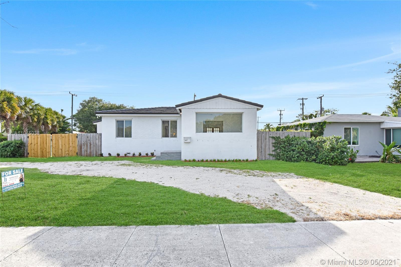 Totally remodeled, 1,388 sq feet under A/C. corner house in the heart of Croissant Park, brand NEW R