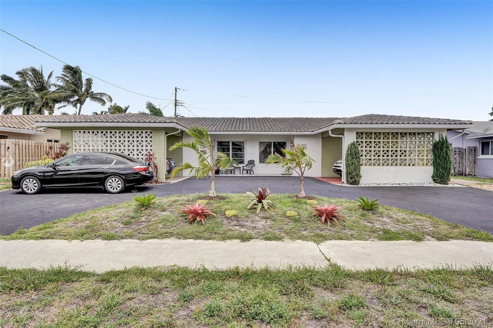 Welcome to this gorgeous two-bedroom, two-bathroom home located in the lovely community of Imperial