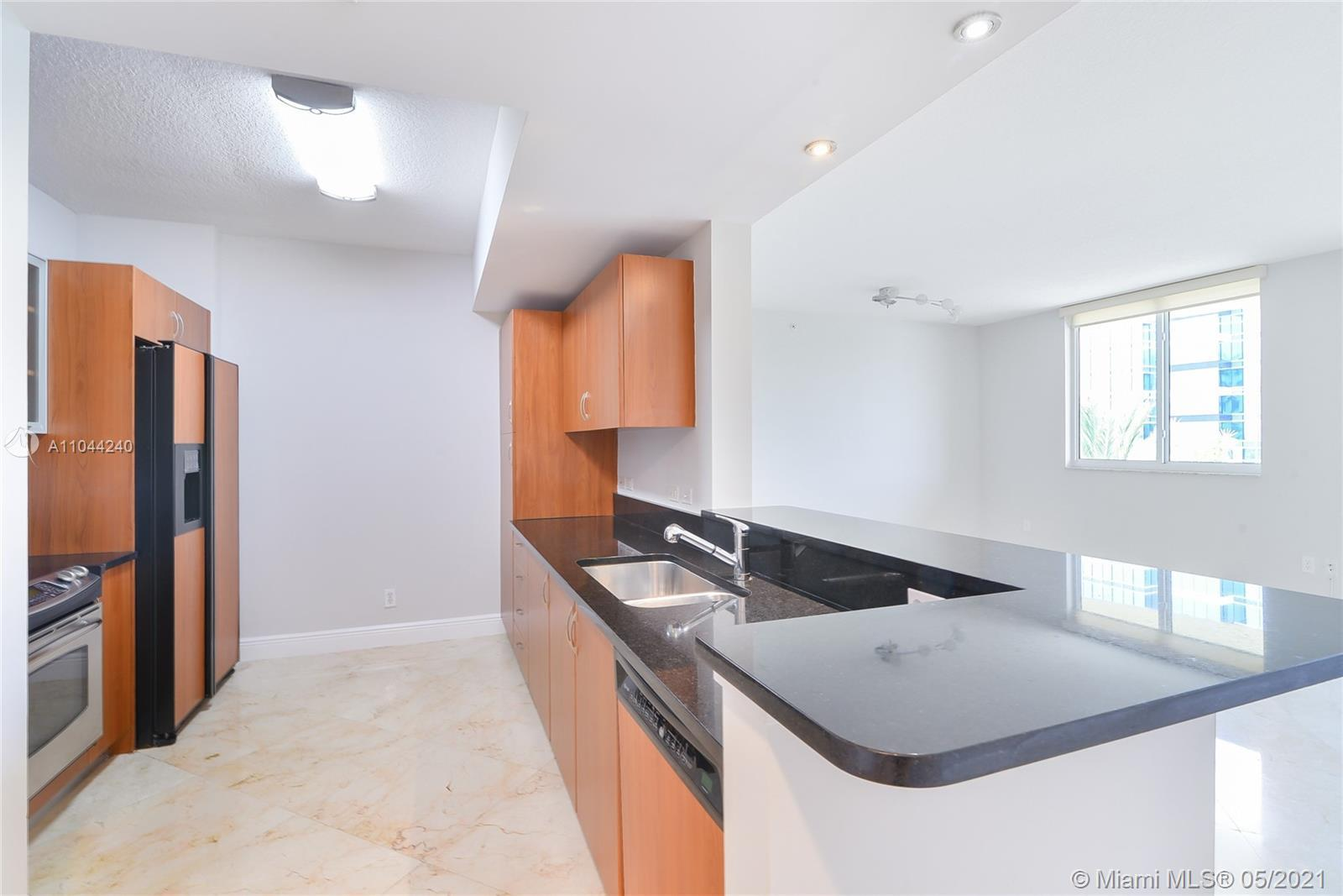 Easy to show. This spacious condo is located in the East Tower. The Venture offers close proximity t