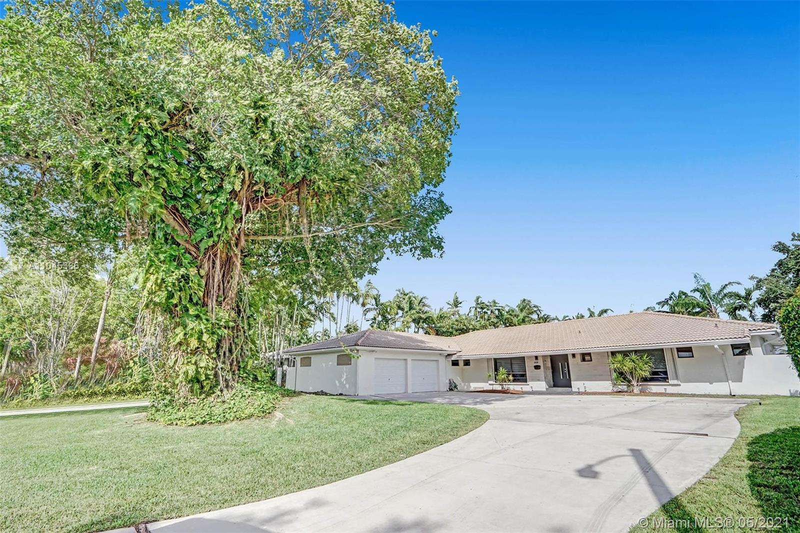 Paradise is in Hollywood, come see this 6 bedroom 4 bathroom  completely remodeled modern home . Thi