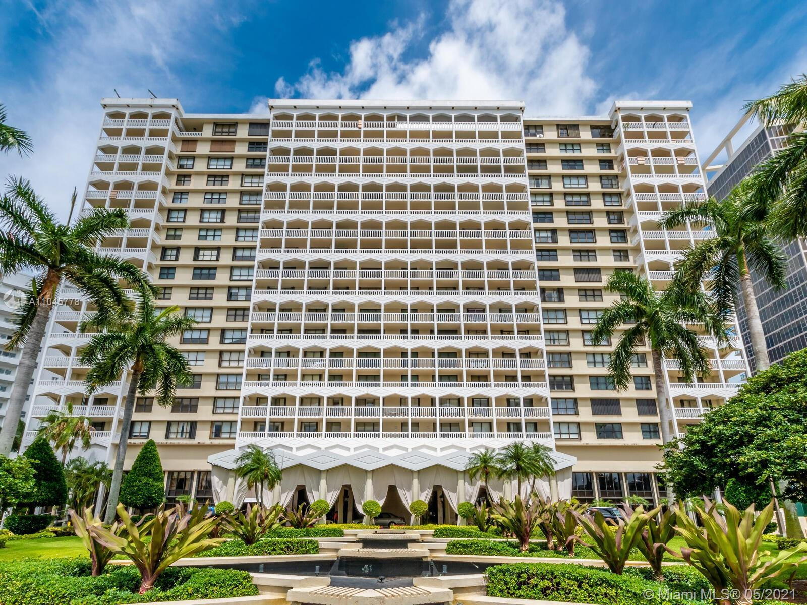 This lovely 1,388 sqft 2 bedroom apartment has the best ocean view for an apartment this size. Kitc
