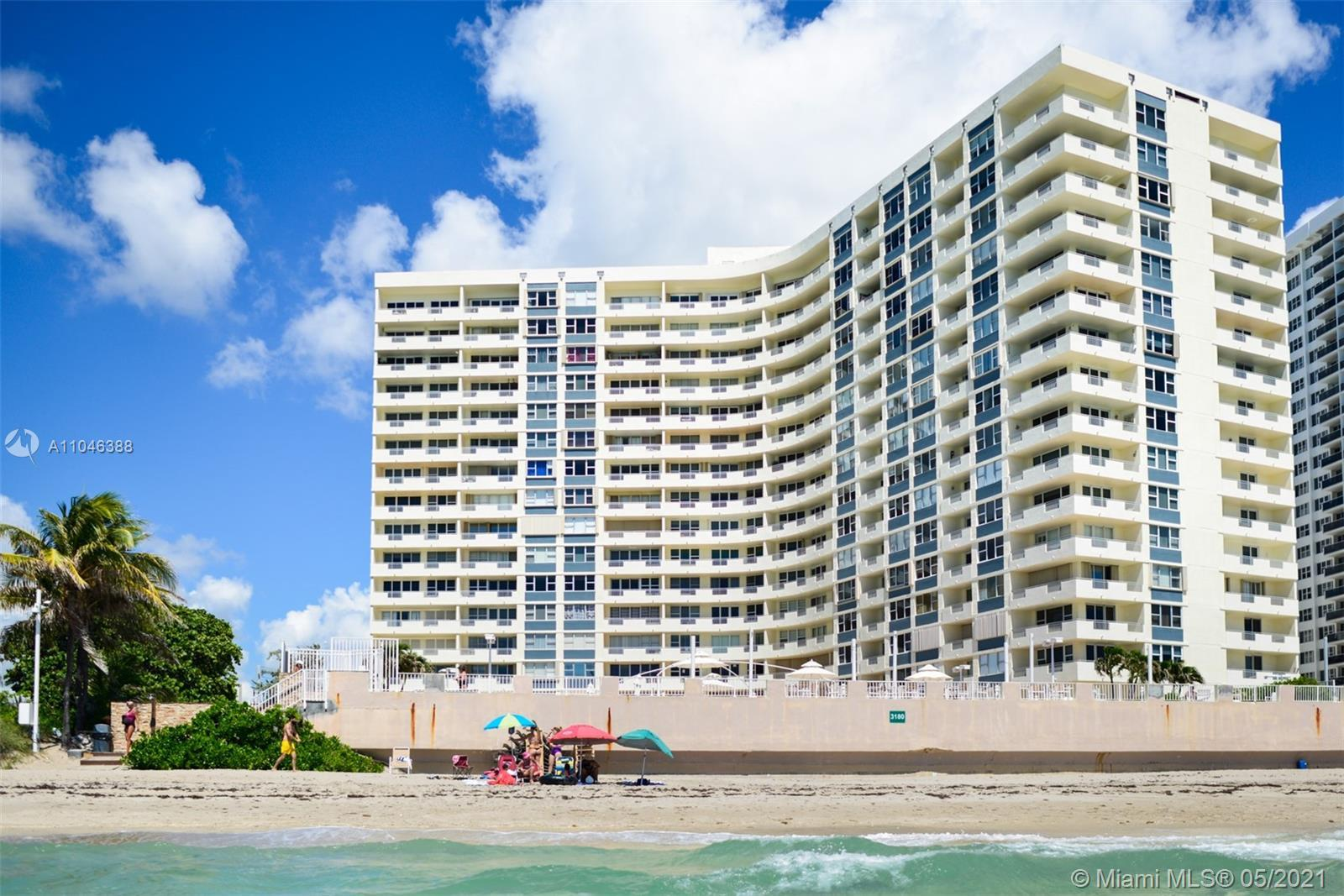 Best deal for Investors! BEAUTIFUL SPACIOUS AND BRIGHT 2/2 WITH SPECTACULAR CITY AND INTRACOSTAL VIE