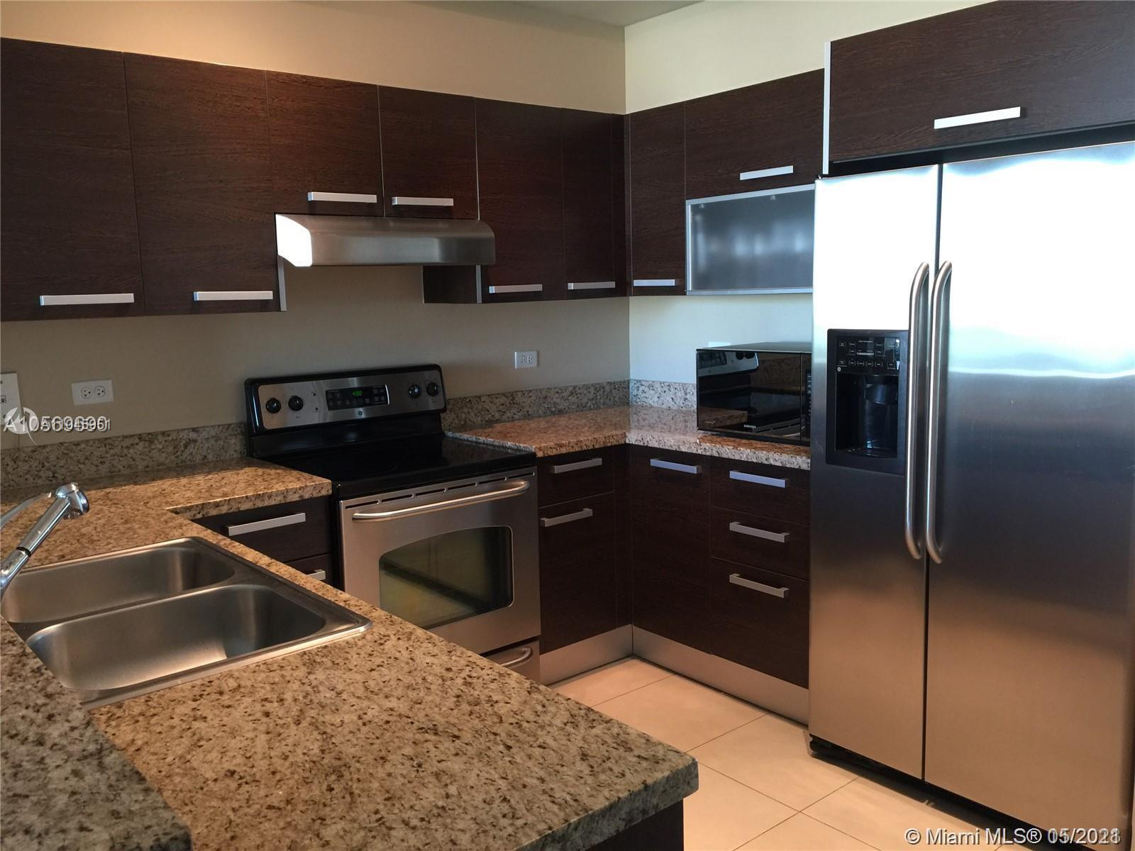 Beautiful 2BED/2BATH Corner Unit, City and Miami Bay view, Boutique Building, stainless steel applia