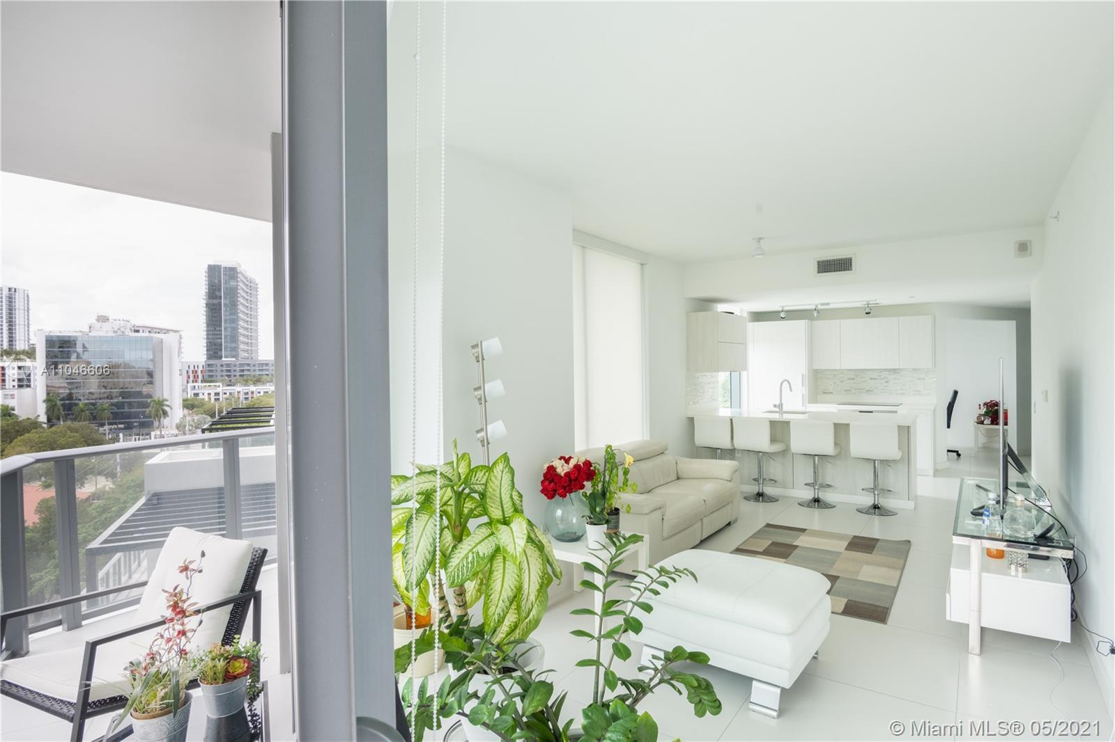Beautiful unit in the fantastic Paraiso Bayviews building. Modern style Nine-foot high ceilings, flo