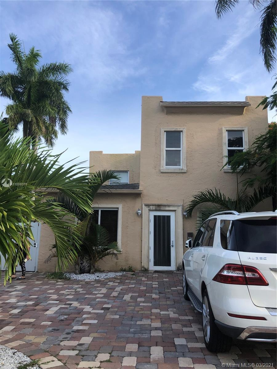 HISTORICAL AREA, ONE MILE FROM THE BEACH, EXCELLENT LOCATION, PRICE TO SELL. 3/2 PLUS A DEN OR OFFI