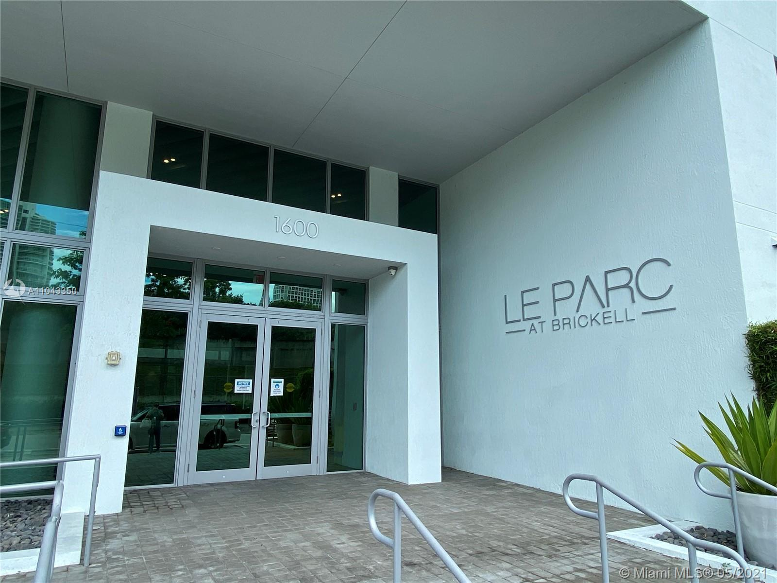 """Beautiful 1 Bed / 1 Bath with large 172 SQ FT Balcony Unit on The Prestigious """"LE PARC AT BRICKELL""""."""