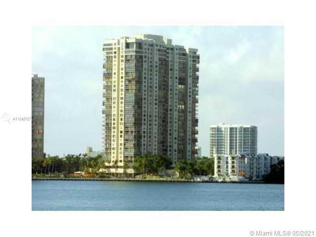 Gorgeous 1800 sqft corner unit in Brickell Bay Club, 2 bedrooms, 2 full bathrooms, office space, and