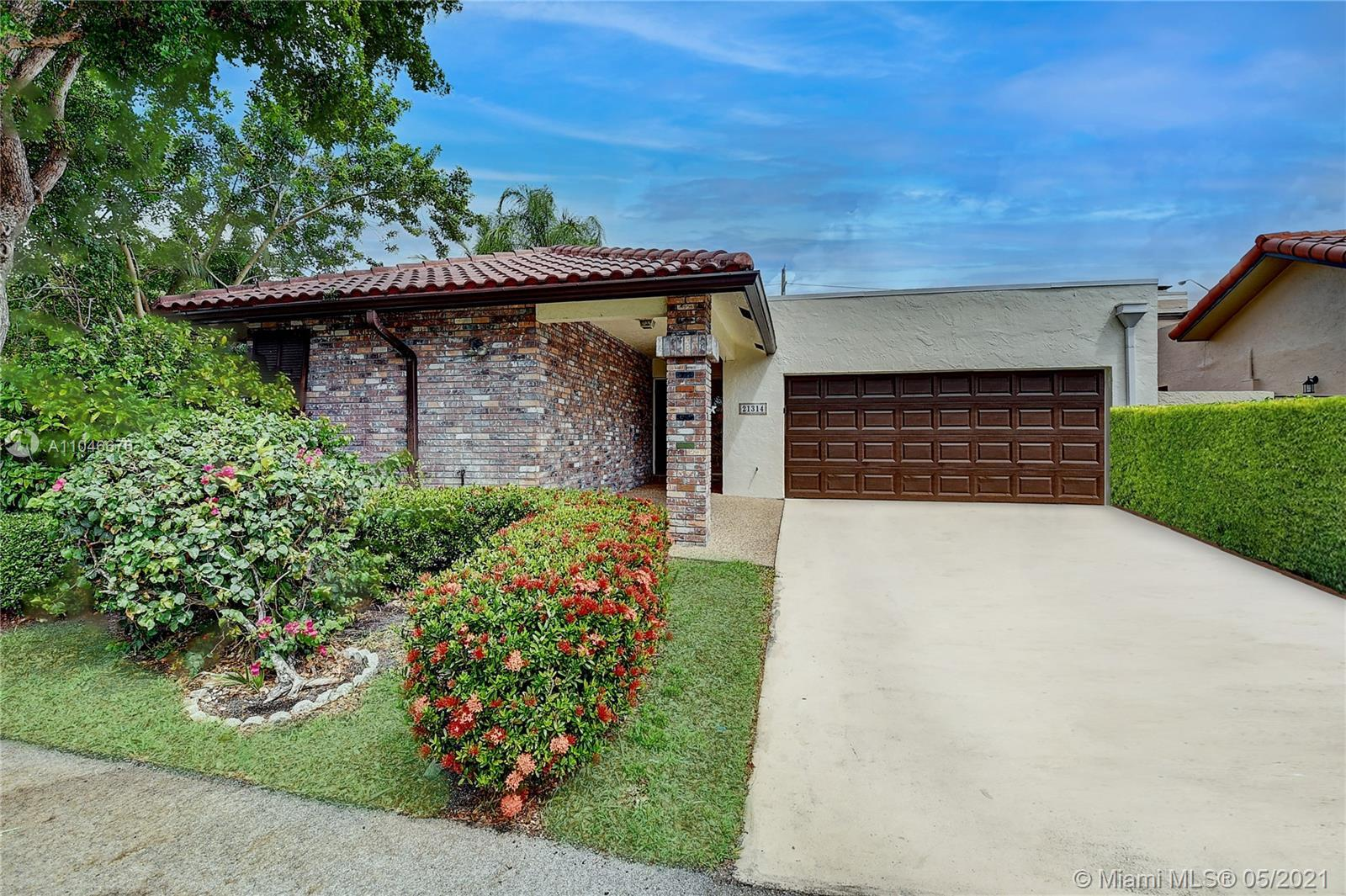 Located in the heart of Boca Raton, this adorable, 3 bedroom, 2.5 bath home is finally available. Th
