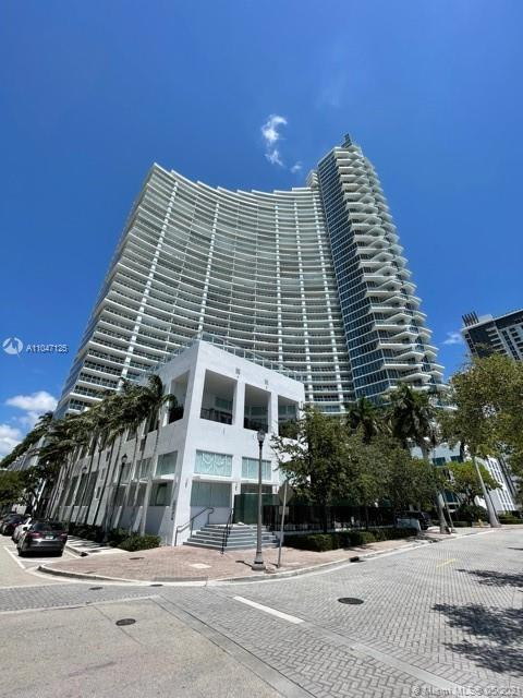 This apartment is located on a high floor in one of the most prestigious buildings in the EDGEWATER
