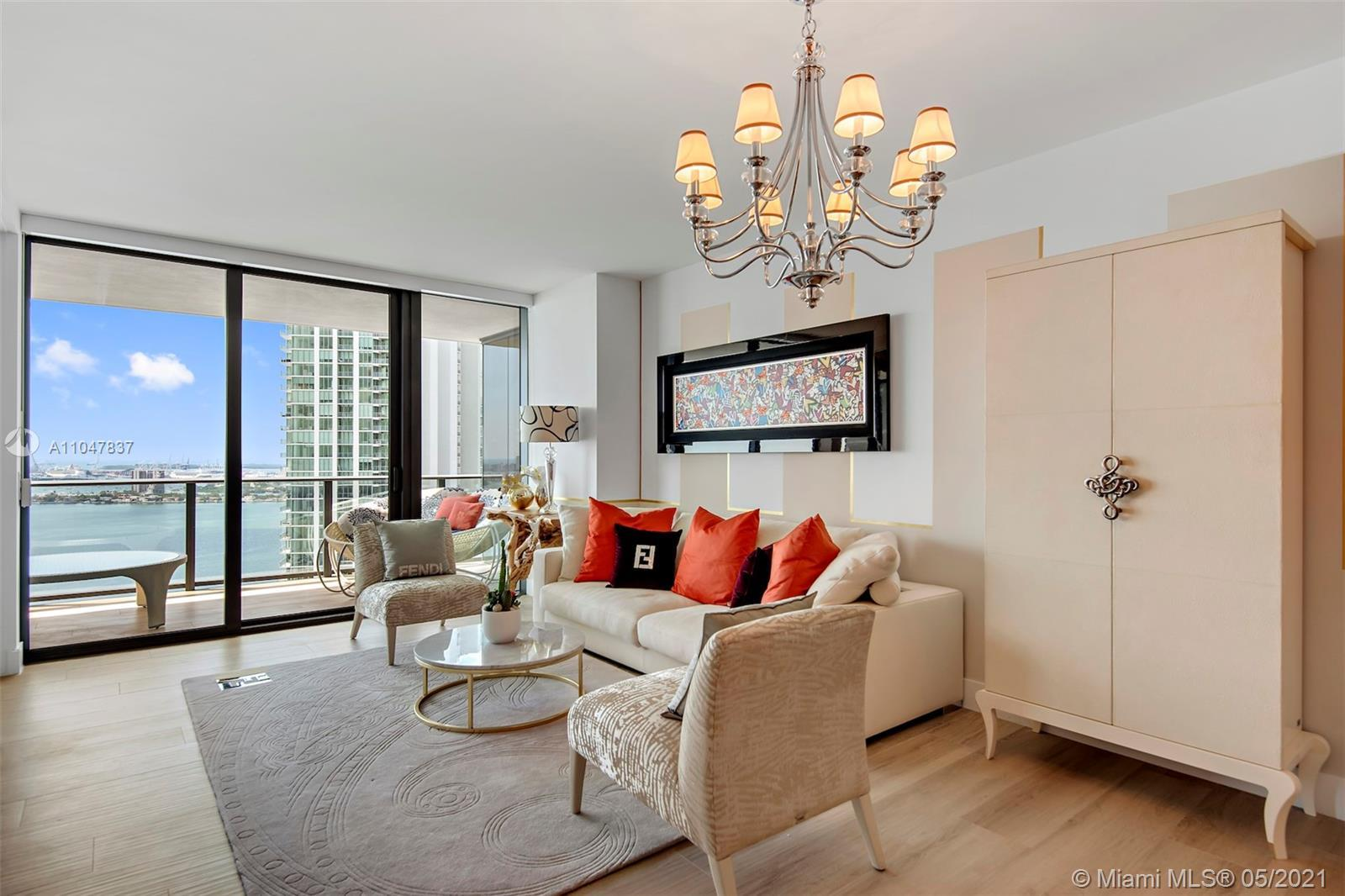 This stunning 2 bedrooms/3 bathrooms+DEN unit (1,301 Sqf.) with extended balcony on 38th floor, has