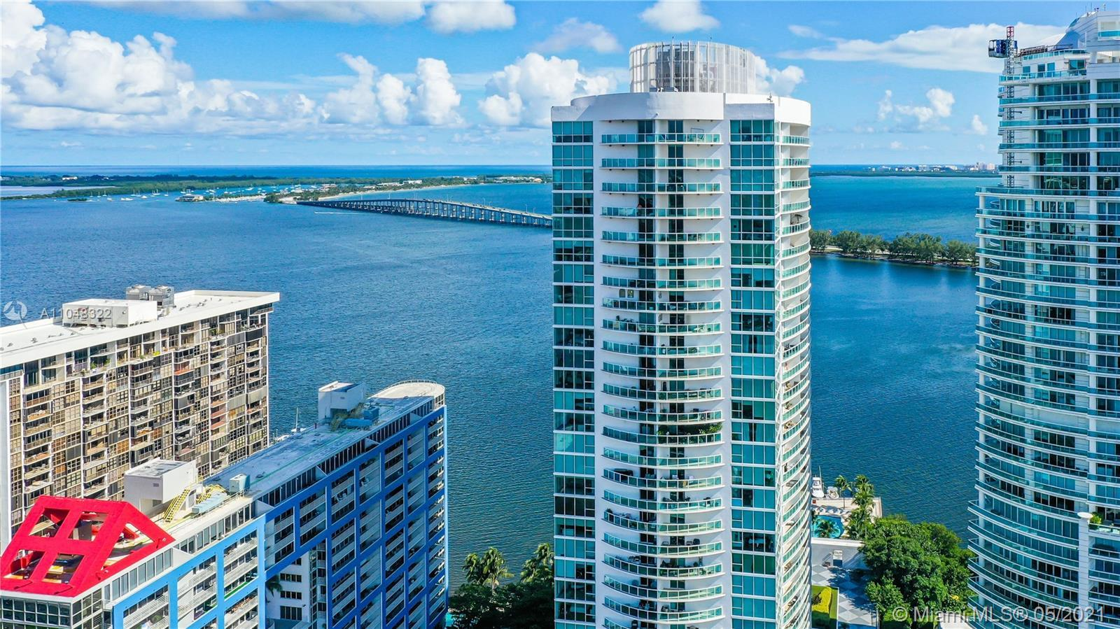 Beautiful 3 BR / 3 BATH apartment, with breathtaking views of all of Miami, luxury valet building, d