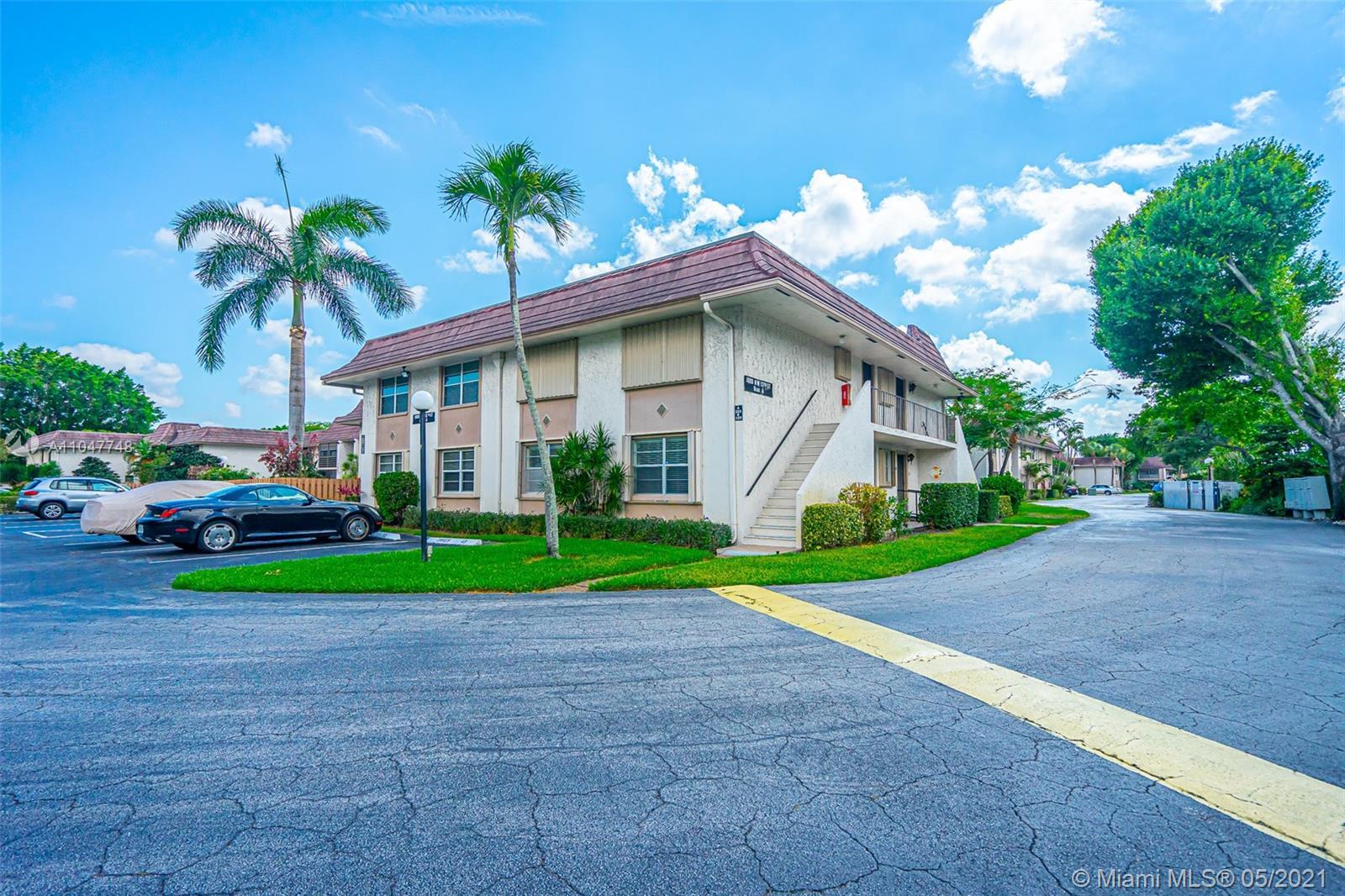 3 bedroom with 2 bathroom, stackable washer and dryer in unit, updated kitchen, granite countertop,