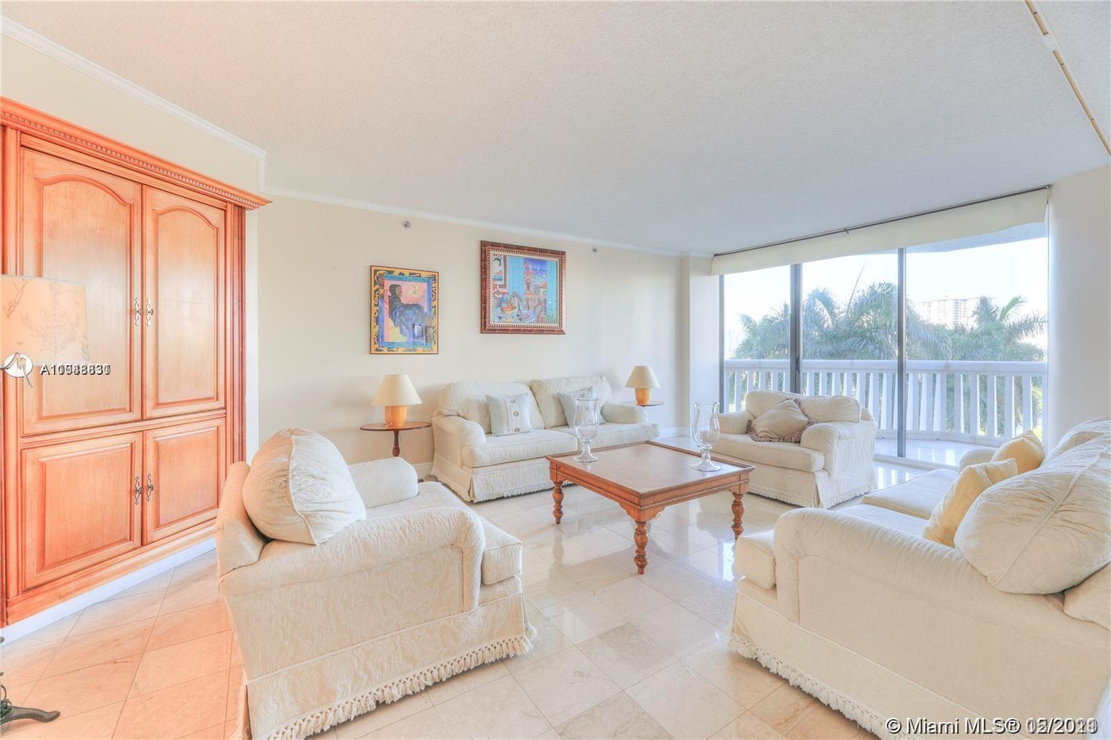 SPACIOUS, LIGHT AND BRIGHT FLOW THRU UNIT IN THE BEAUTIFULLY RENOVATED 2000 BUILDING AT WILLIAMS ISL