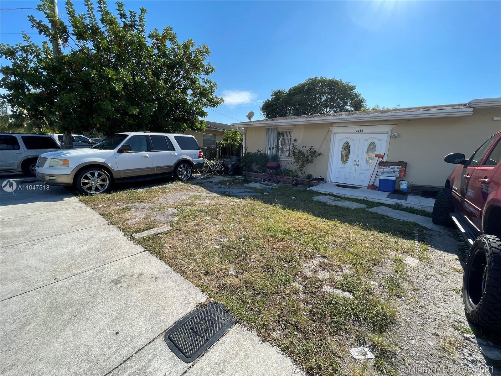 Investors only 3/2 single family home. Home has a new roof.