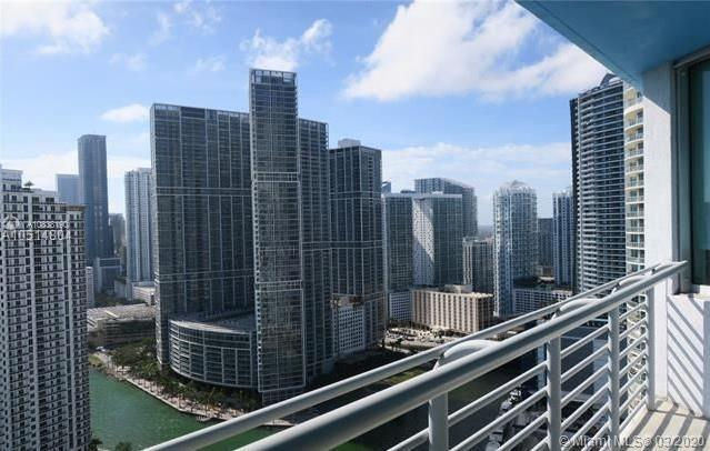 Beautiful 2 bedroom 2 bath unit on 36th floor, with panoramic views of Bay, city and River. Split pl