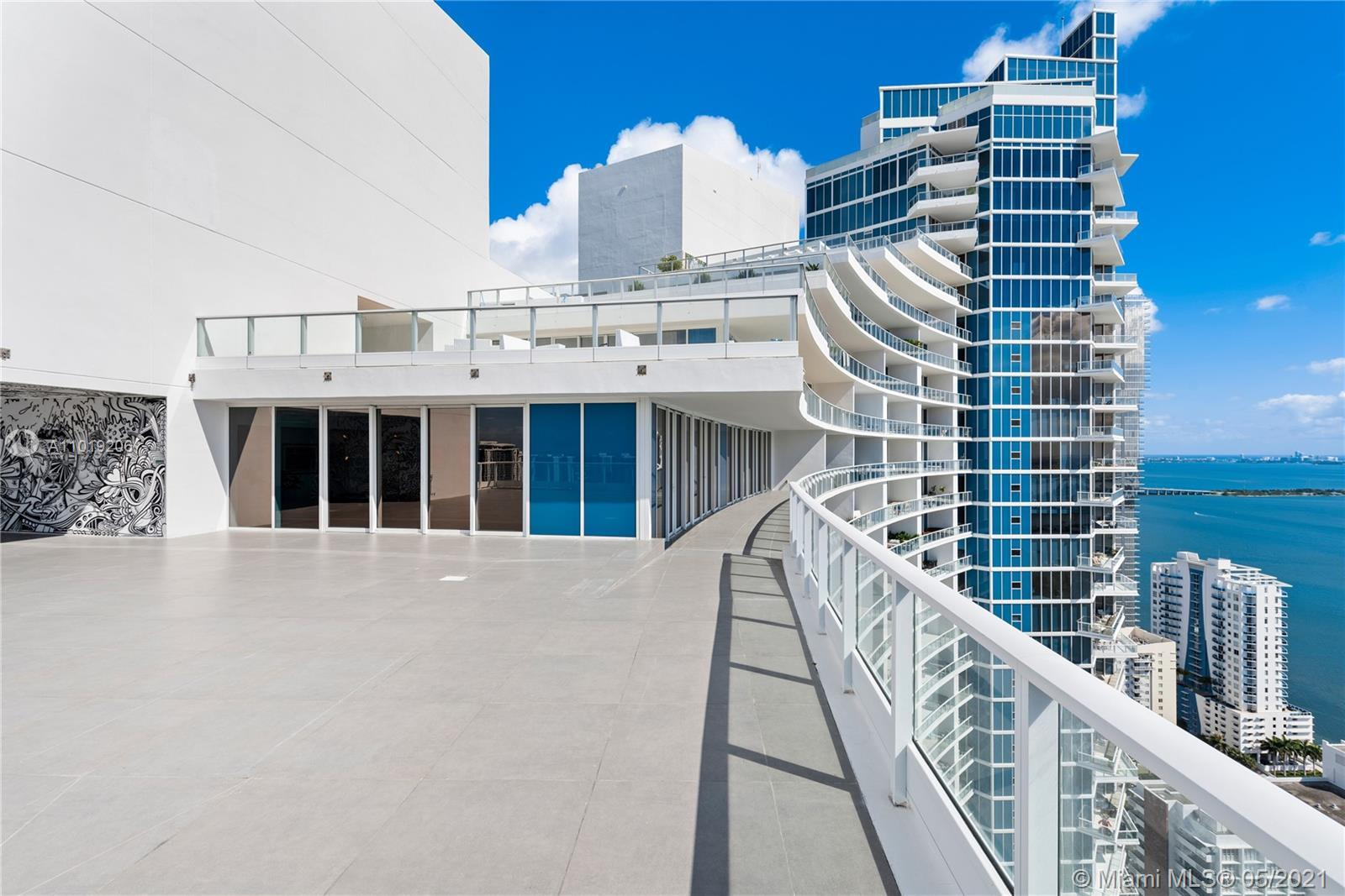 RARELY AVAILABLE 4BR, 4.5BA PENTHOUSE W. AMAZING PANORAMIC VIEWS OF THE OCEAN, BAY & DOWNTOWN MIAMI!