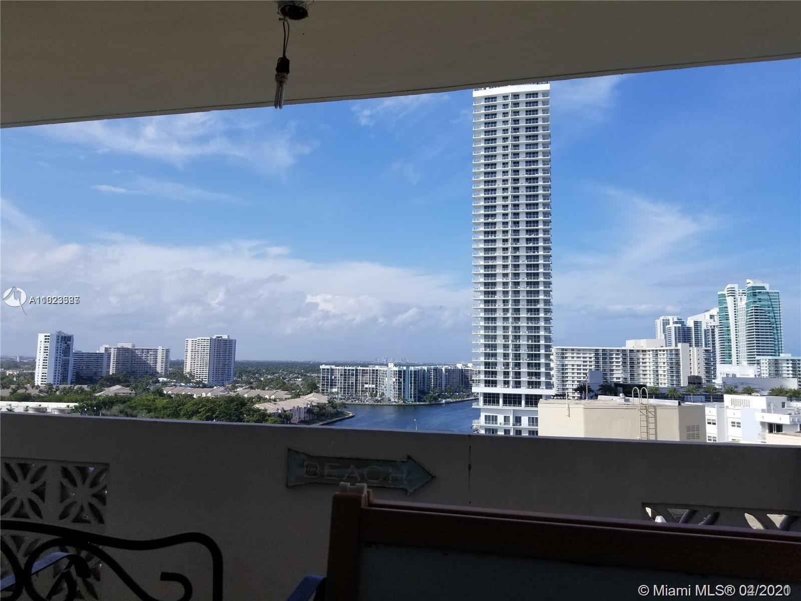 Come see this light and bright 2 bed 2 bath SPLIT condo with amazing intracoastal views. This unit h