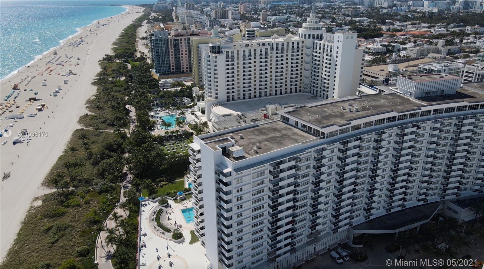 A completely remodeled junior 1 bedroom in the world famous Decoplage located right where Lincoln Ro