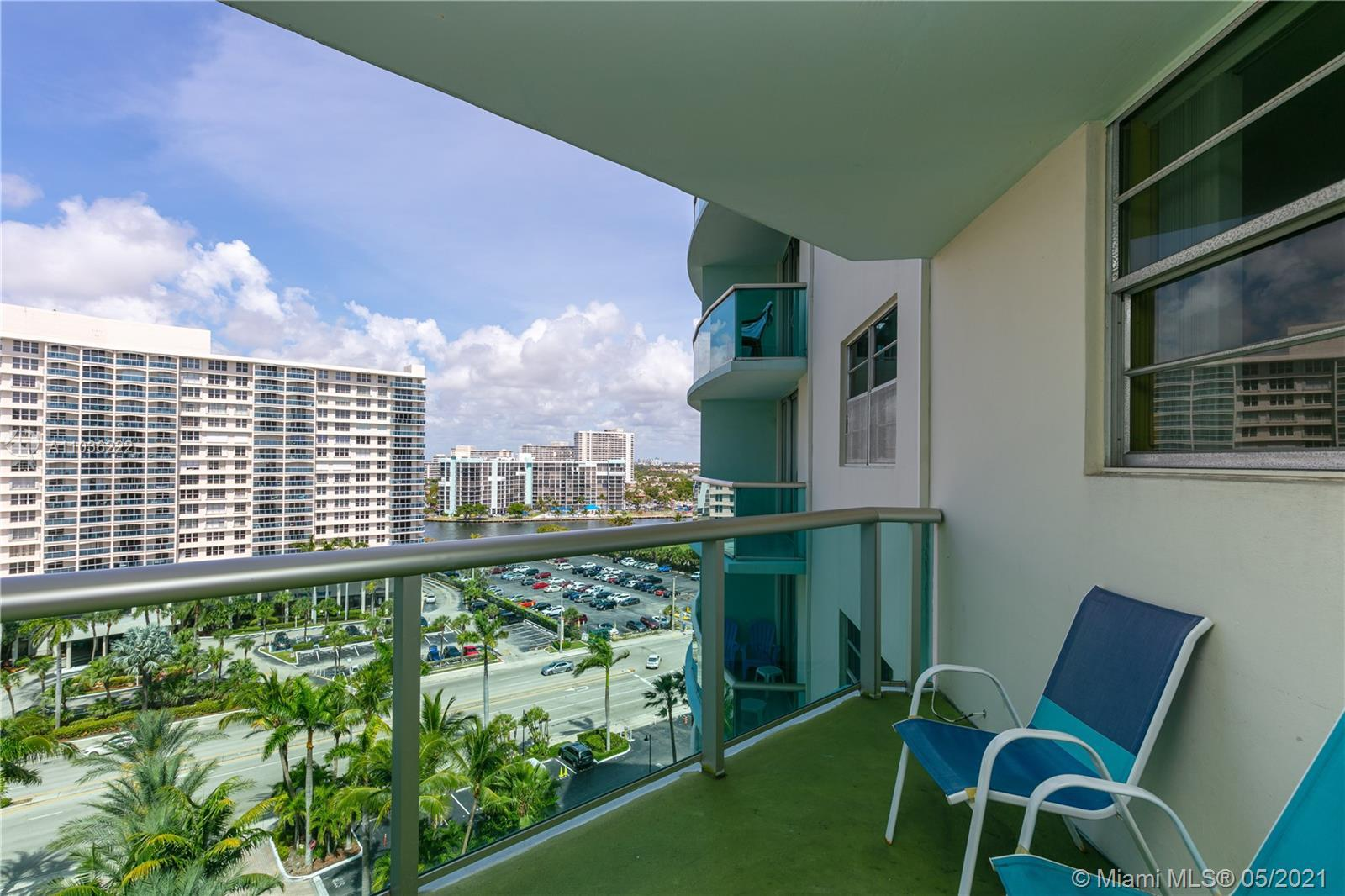 No rental restriction Ocean Front Condo! Bright and cozy 1 br in the heart of Hollywood Beach. Great