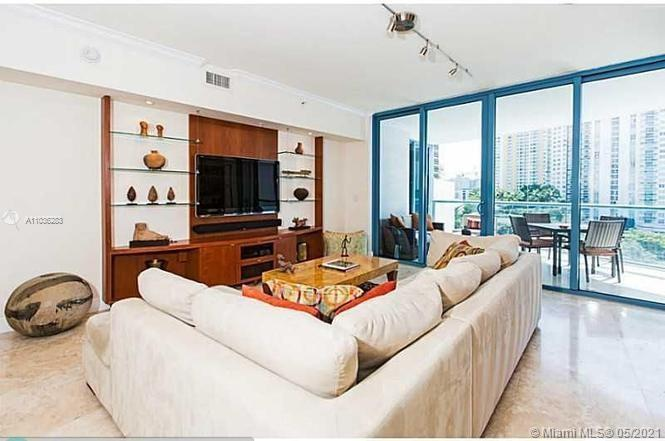 LOCATION LOCATION LOCATION! Live in the HEART of downtown in FTL's landmark tower, the LAS OLAS RIV