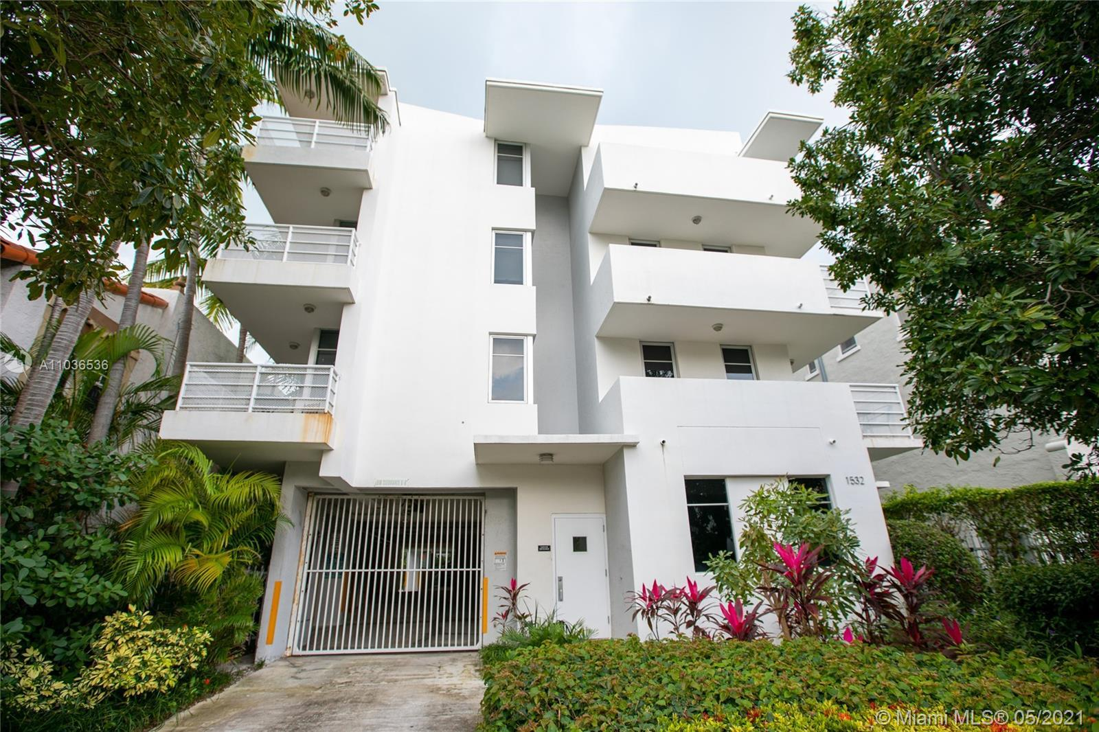Turn-key 2 bed / 2 bath corner unit condo in the very heart of South Beach within easy walking dista
