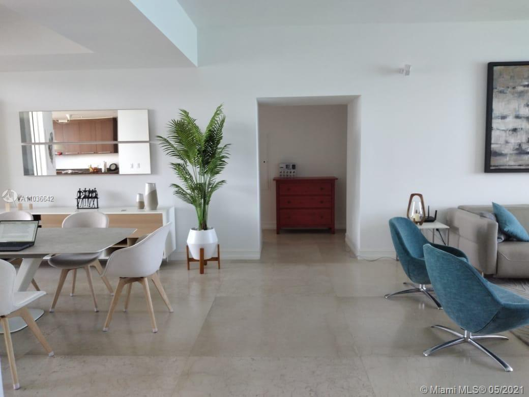 Direct spectacular ocean view where you will enjoy both sunrise and sunset over city views, intercos