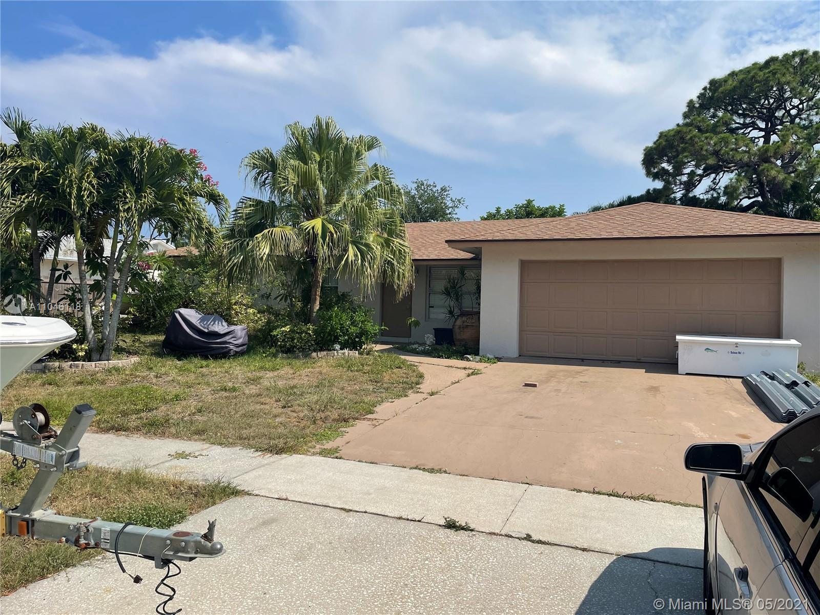 Located in the heart of Jupiter. No HOA . Great open floor plan. The large screened porch  overlooks