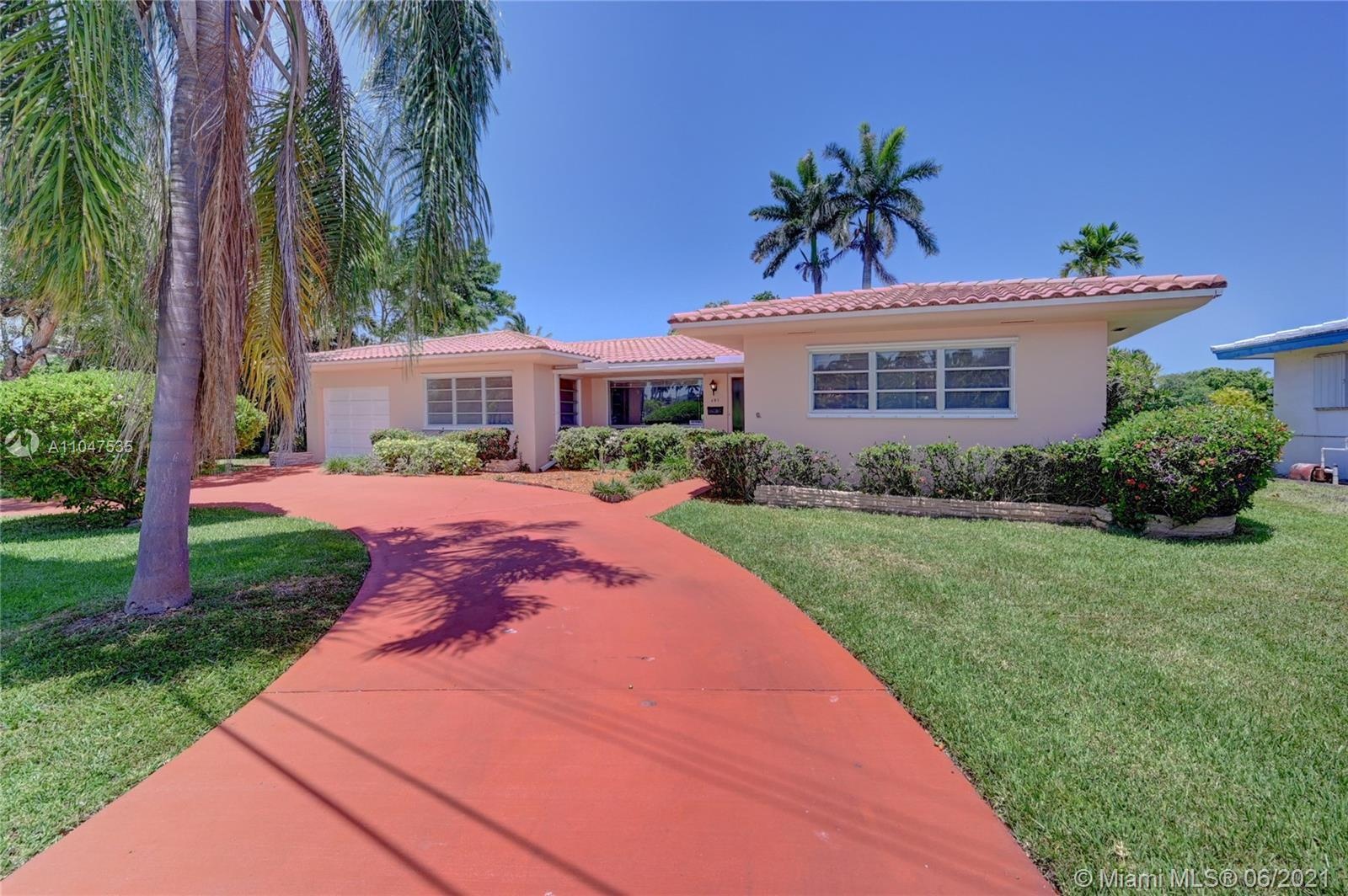FOR SALE As Is. Close to Downtown Hollywood, Great Neighborhood! No HOA. 4 Bed/3 Bath,1 Car Garage,