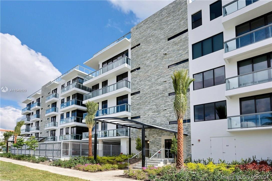 Aquavita Las Olas is a gorgeous Boutique style Waterfront Condo. Looking to a deep water canal with